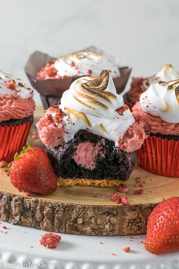 strawberry s'more cupcake