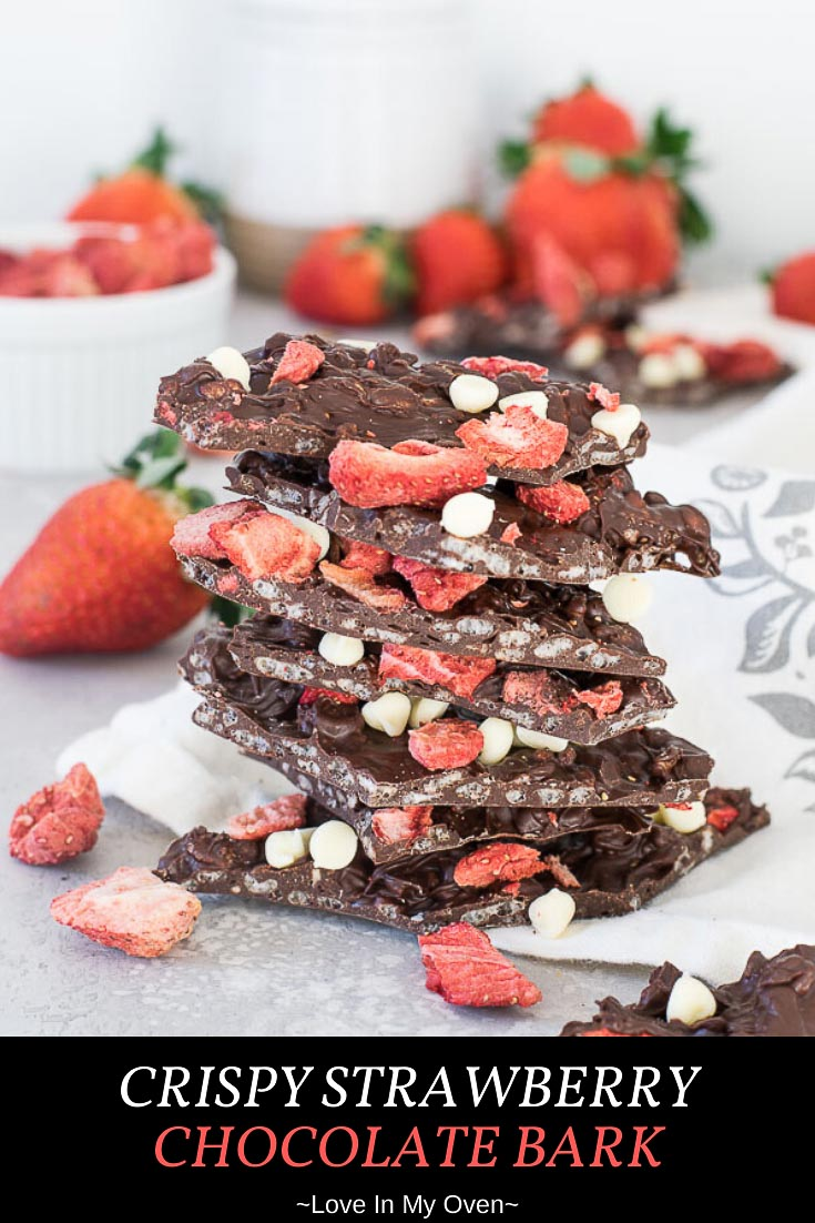 This crispy strawberry chocolate bark is one of the best easy Valentine\'s treats! It\'s an easy dark chocolate bark recipe made with freeze-fried strawberries and crispy rice cereal! // chocolate bark thins // easy chocolate bark // valentine\'s snacks for the classroom