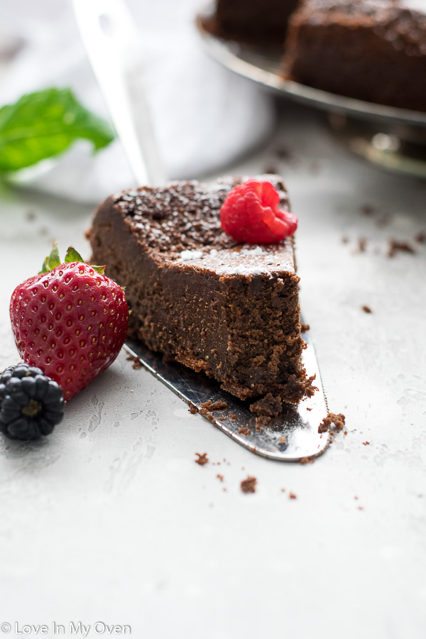 3 ingredient flourless chocolate cake