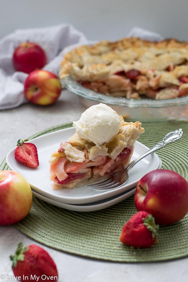 strawberry apple pie