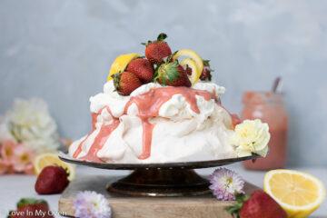 strawberry lemon curd pavlova